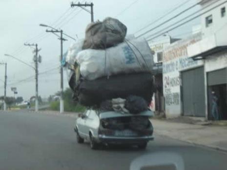"Carro transportando muamba - a mercadoria ""importada"""